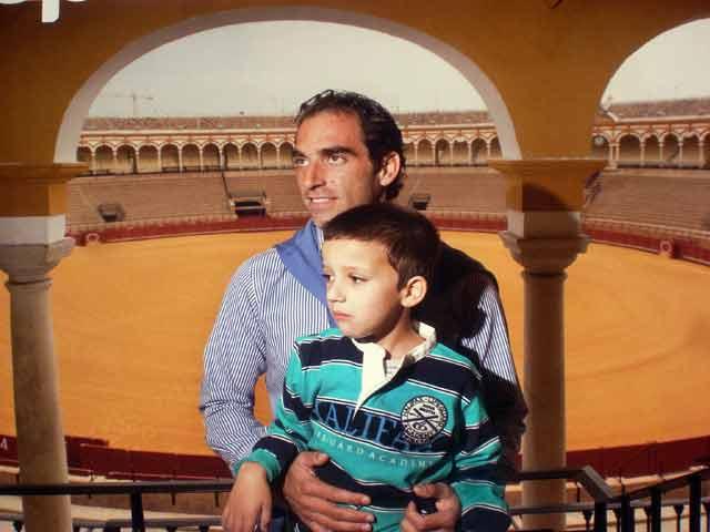 Salvador Cortés, uno de los diestros sevillanos que han prestado su imagen para el objetivo benéfico.