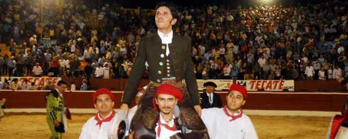 Diego Ventura, en la salida a hombros en Mérida (México).