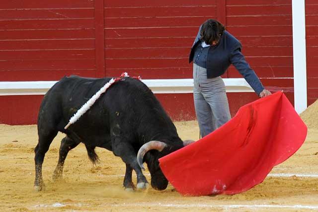 Curro Díaz, toreando con esa naturalidad que le caracteriza. (FOTO: Matito)