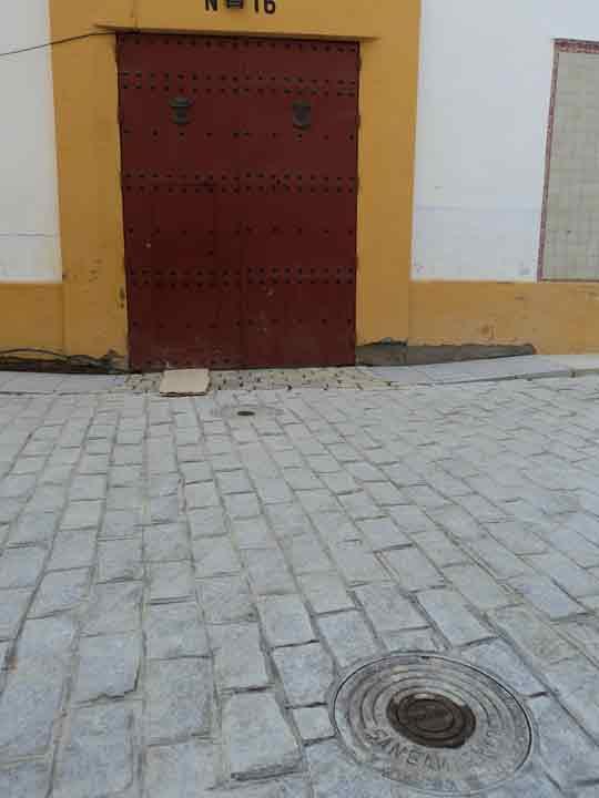 Acceso a la puerta de cuadrillas. (FOTO: Javier Martínez)