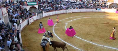 La plaza de toros de Cantillana. (FOTO: Javier Martínez)