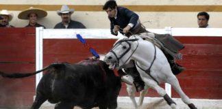 Diego Ventura montando a 'Morante' en la plaza Encarnación de Díaz.
