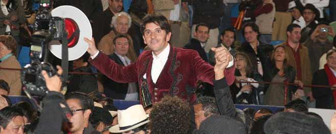 Diego Ventura logra la salida a hombros en la Monumental Plaza México.
