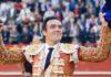 El sevillano El Cid, con la primera oreja ganada esta tarde en Valencia. (FOTO: I.Tena/burladero.com)