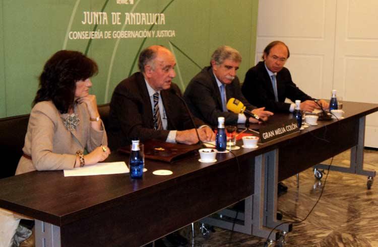 Carmen Calvo, Miguel Cid, Manuel Brenes y Pío García Escudero. (FOTO: Javier Martínez)