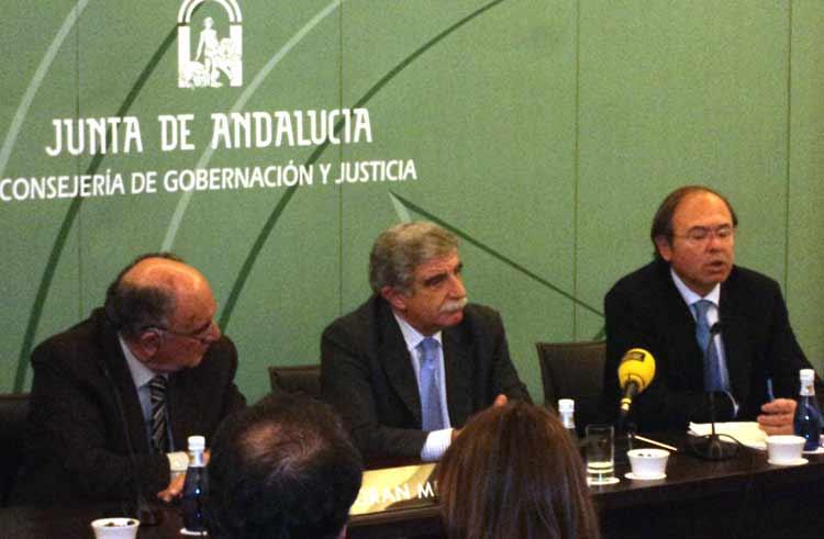 Pío García Escudero explica el contenido y los objetivos de las jornadas. (FOTO: Javier Martínez)