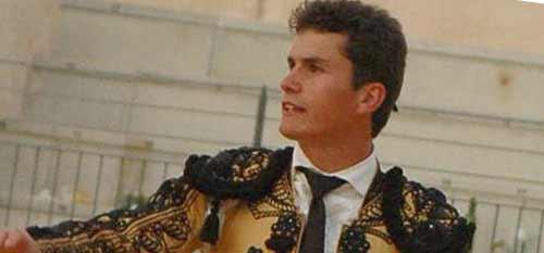 Daniel Luque saliendo a hombros esta tarde en Almodóvar del Campo. (FOTO: Raquel Montero/burladero.com)