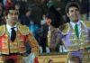 Morante y Talavante, a hombros esta tarde en Olivenza. (FOTO: Gallardo/badajoztaurina.com)