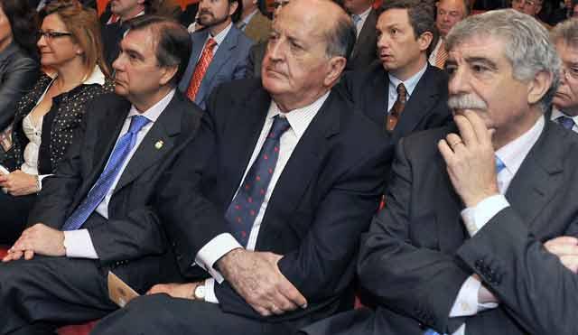 Al director general de Espectáculos Taurinos de la Junta, Manuel Brenes, tan sólo le separan ya dos asientos de la polémica delegada Carmen Tovar.