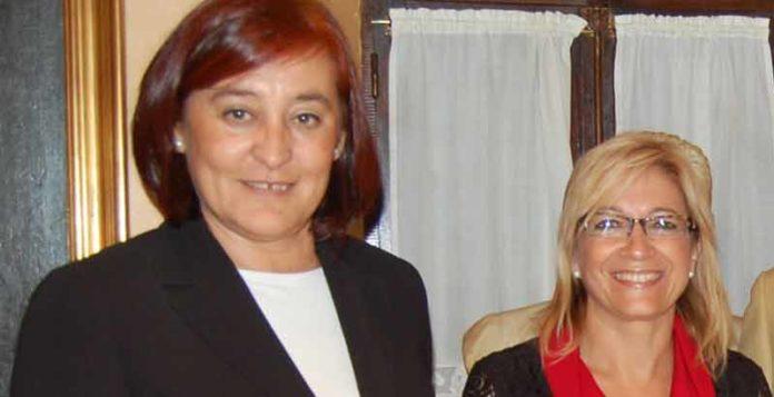 La presidenta Anabel Moreno, a la derecha, junto a la polémica delegada de la Junta de Andalucía, Carmen Tovar.