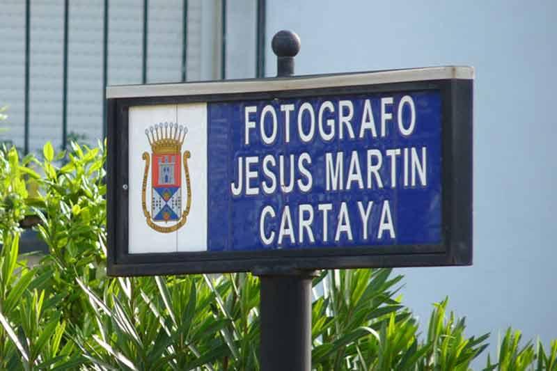 Rótulo de la plazuela que Carmen Tovar le dedicó a su amigo Martín Cartaya; después lo nombró asesor en la Maestranza. (FOTO: Paco Díaz / toroimagen.com)