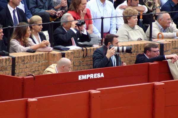 Las tres figuras no pusieron el 'No hay billetes' ni en el callejón. (FOTO: Javier Martínez)