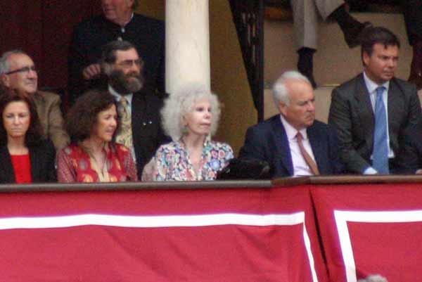 la duquesa de Alba asistió a la corrida en el palco maestrante. (FOTO: Javier Martínez)