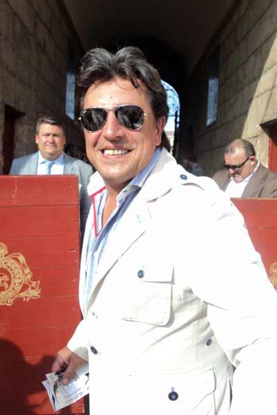 El conocido Ernesto Neyra, un buen aficionado a los toros. (FOTO: Javier Martínez)