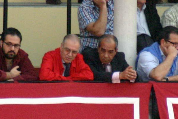 Dos buenos aficionados de la empresa Pagés: Eugenio Gil e Ildefonso Cortés. (FOTO: Javier Martínez)