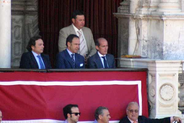 Debut en corrida 'fácil' del nuevo presidente, Fernández-Figueroa. (FOTO: Javier Martínez)