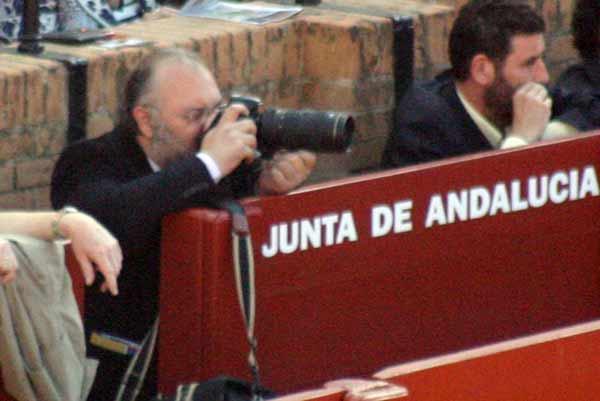 Comienzan las primeras cámaras en el burladero de la Junta. (FOTO: Javier Martínez)