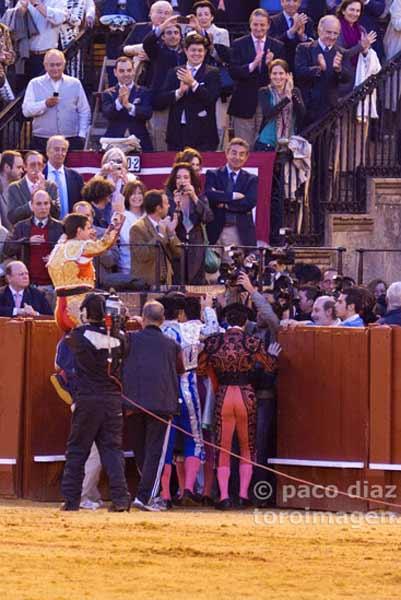 El Juli, por la Puerta del Príncipe. (FOTO: Paco Díaz/toroimagen.com)