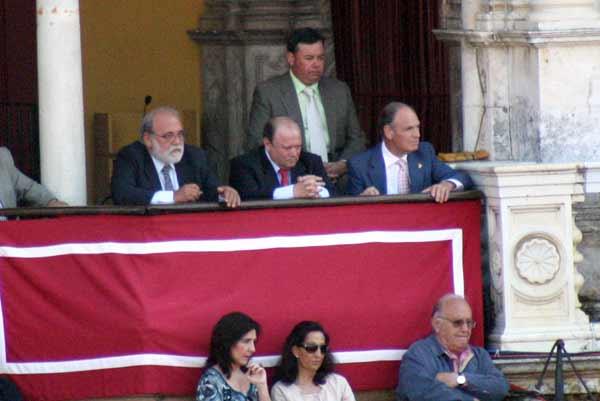 El presidente Julián Salguero volvió a ser protestado por no devolver toros. (FTO: Javier Martínez)