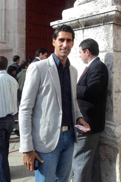 El novillero sevillano Martín Núñez, en la Puerta del Príncipe. (FOTO: Javier Martínez)