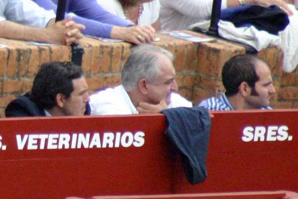 Pedregosa, Pepe Núñez y Eligio Vargas, los tres veterinarios 'promocionados' por Carmen Tovar. (FOTO: Javier Martínez)