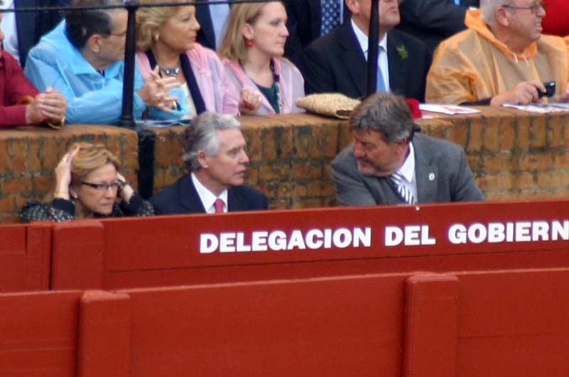 La delegada de la Junta, Carmen Tovar; el consejero Francisco Menacho y Gabriel Fernández Rey. (FOTO: Javier Martínez)