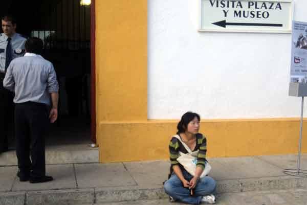 Hoy. muchos turistas en la corrida de Dolores Aguirre. (FOTO: Javier Martínez)