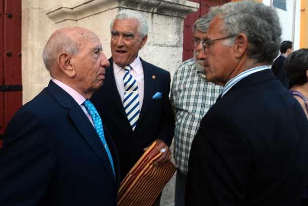 El ganadero Victorino Martín y Luis Mariscal. (FOTO: Javier Martínez)