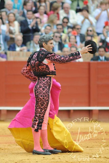 Curro Javier, saludando por la excelente brega. (FOTO: Matito)