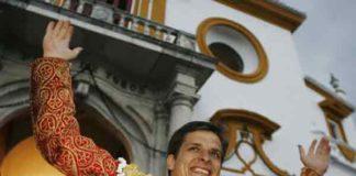 El Juli, por la Puerta del Príncipe en la pasada Feria de Abril. (FOTO: Arjona/lamaestranza.es)