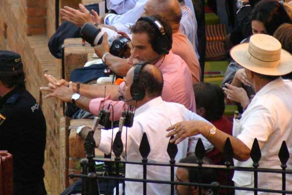El diestro Salvador Cortés ha ejercido esta tarde como comentarista junto a Juan Ramón Romero en Canal Sur radio. (FOTO: Javier Martínez)