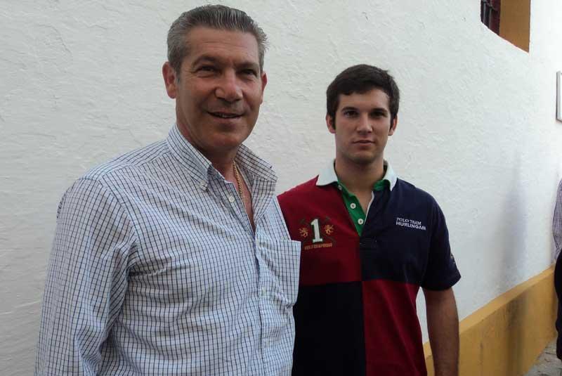 El diestro Curro Durán y su hijo, del mismo nombre, novillero. (FOTO: Javier Martínez
