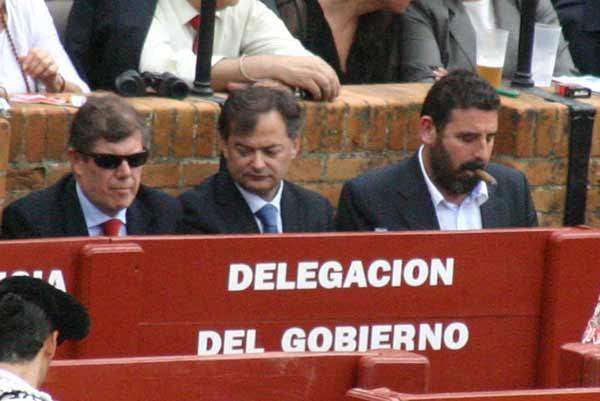 A la Junta le resulta más 'oportuno' invitar al director del hotel Colón antes que a fotógrafos taurinos sin acceso. (FOTO: Javier Martínez)