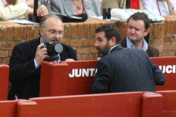 Otro día con fotógrafos no taurinos en el burladero de la Junta... y varios profesionales, sin acceso. (FOTO: Javier Martínez)