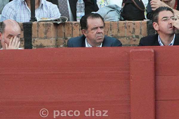 Nuestro particular '¿Dónde está Wally?' lo enocntramos hoy en el burladero de la Junta de Andalucía. (FOTO: Paco Díaz/toroimagen.com)