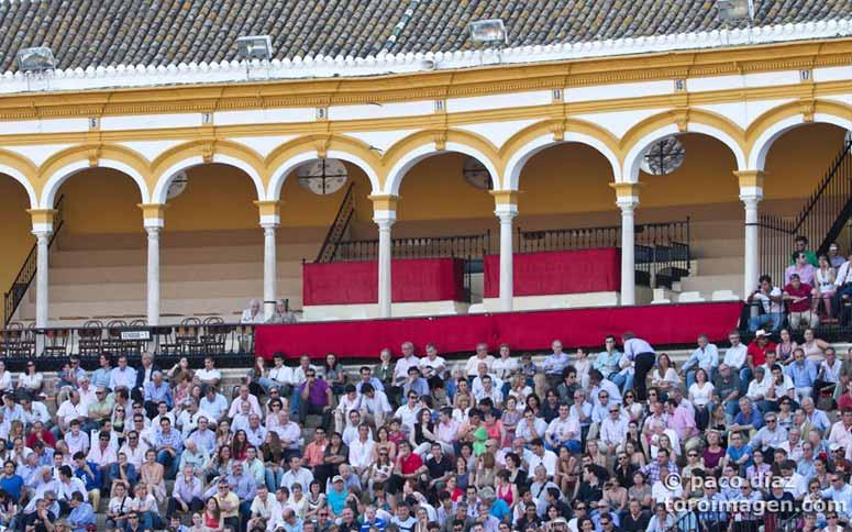 Los maestrantes, ¿dónde están? Es que hay una misa en la Catedral por el Papa... (FOTO: Paco Díaz/toroimagen.com)