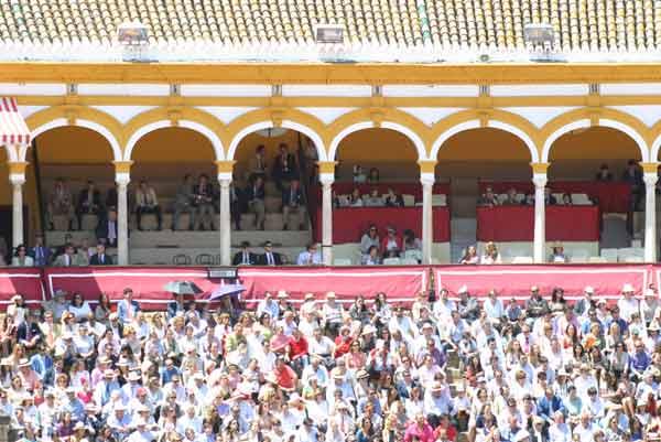 El palco perteneciente a la Real Maestranza de ¿Caballería? presentaba también amplios claros. (FOTO: Javier Martínez)