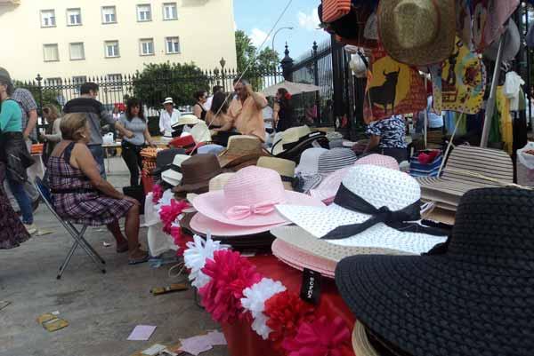 ¿Puerta del Príncipe o mercadillo de barrio? (FOTO: Javier Martínez)