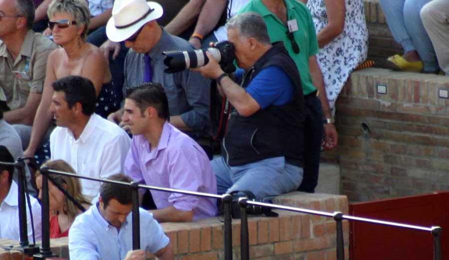 Otro fotógrafo colaborador de SEVILLA TAURINA, que pese al veto de la Junta de Andalucía y la empresa de la Real Maestranza realiza un excelente trabajo. (FOTO: Javier Martínez)
