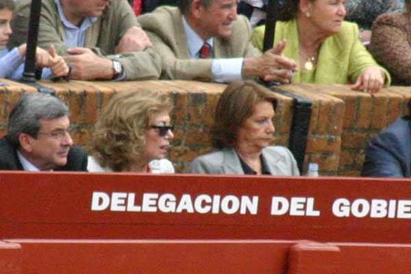 Las socialistas Amparo Rubiales y Carmen Hermosín... Si volvieran, sabrían cómo devolver al callejón su única funcionalidad. (FOTO: Javier Martínez)