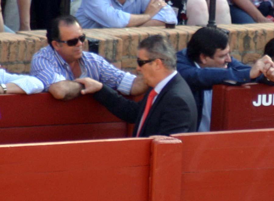 El delegado Antonio Mesa parece conocer a nuestro 'Wally'; habrá que preguntarle. (FOTO: Javier Martínez)
