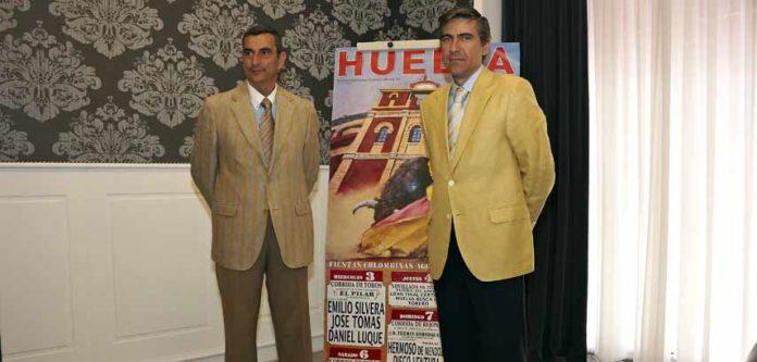 Los empresarios de Huelva, Carlos Pereda y Óscar Polo, hoy en el Hotel Colón de Sevilla. (FOTO: Eduardo López)