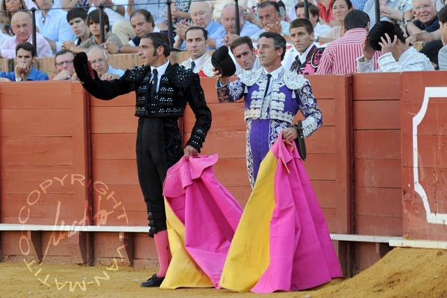 Los banderilleros sevillanos Curro Robles y Pablo Delgado.