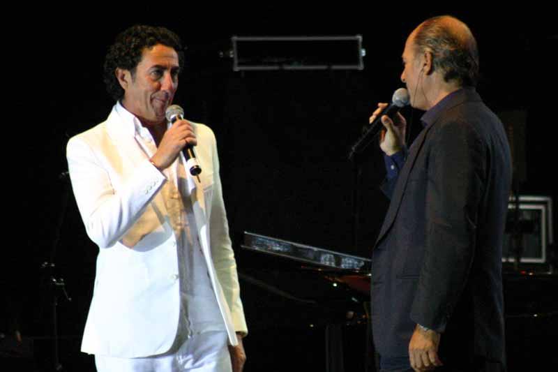 Con Arturo Pareja Obregón interpretó una de sus más bellas canciones: 'El loco del mar'.