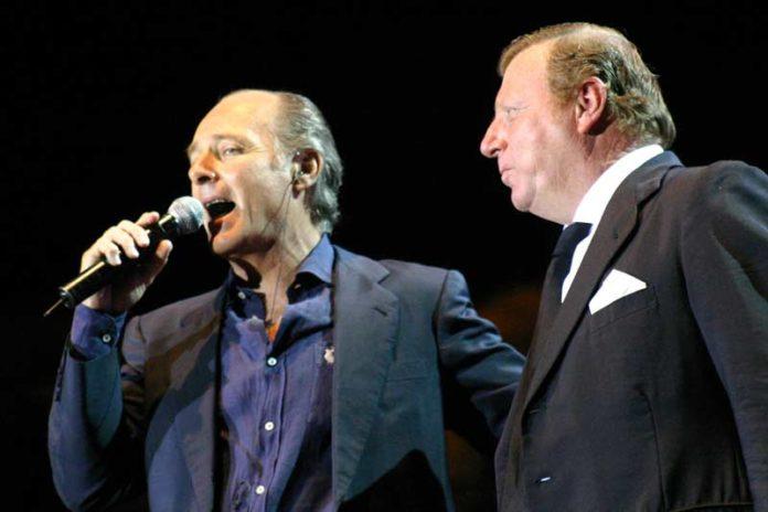 José Manuel Soto, junto con César Cadaval (Morancos) durante el concierto de la Maestranza, (FOTO: Javier Martínez).