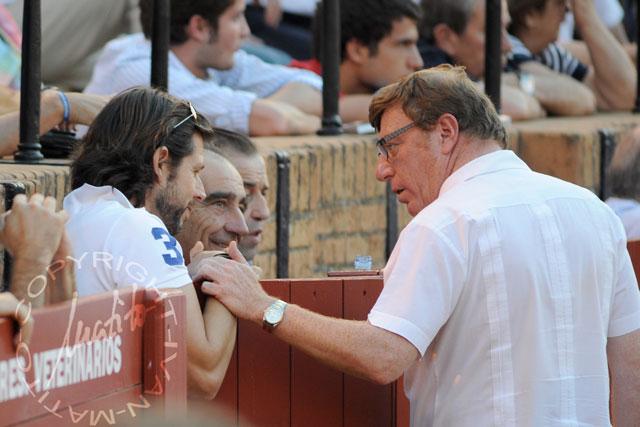 Curro Molina, el ganadero Ricardo Gallardo y el humorista César Cadaval. (FOTO: Matito)