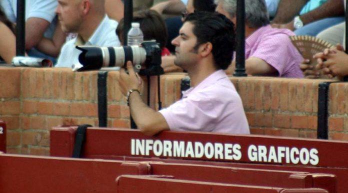 El fotógrafo sevillano Eduardo López. (FOTO: Javier Martínez)