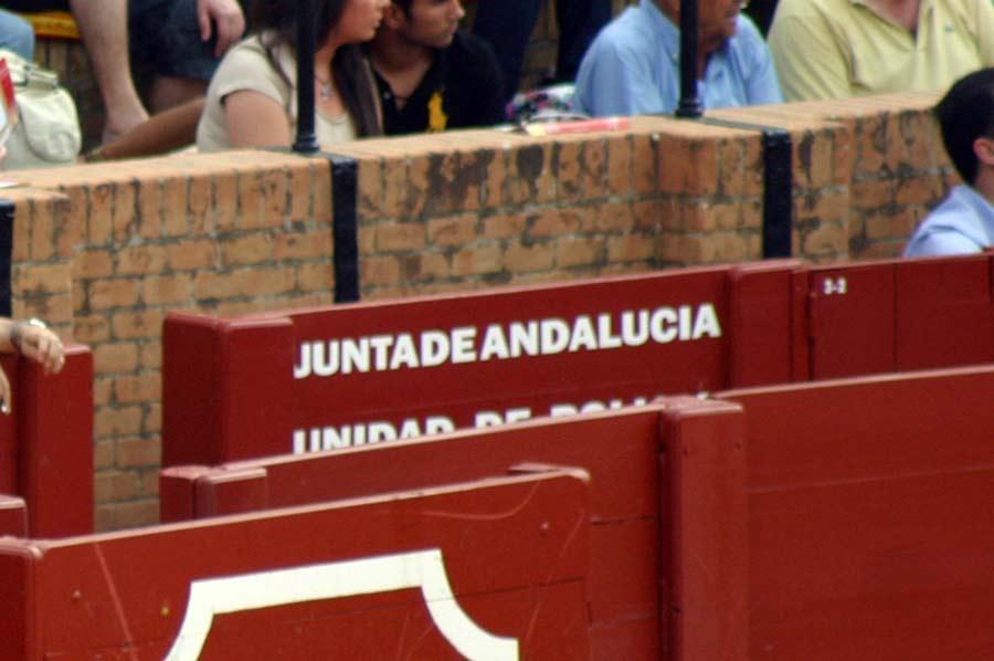 La Junta de Andalucía, pese a pedírle espacio este portal en su burladero, prefiere dejarlo vacío antes que ceder una plaza sobrante a SEVILLA TAURINA para que realice su trabajo. (FOTO: Javier Martínez)