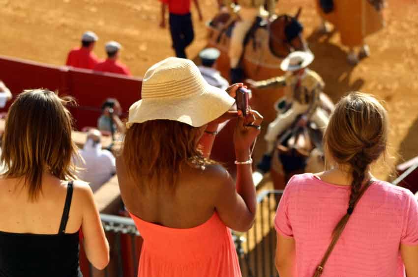 Fuerta presencia de turistas, en más cantidad que otros años. (FOTO: Javier Martínez)