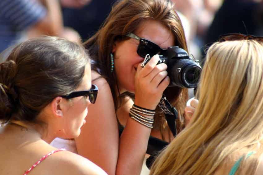 Oiga, que lo que hay que fotografiar está en el ruedo... (FOTO: Javier Martínez)
